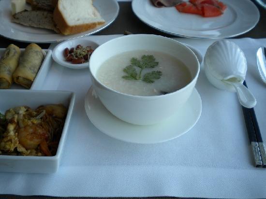 Shangri-La Hotel, Tokyo: 朝食の中華粥