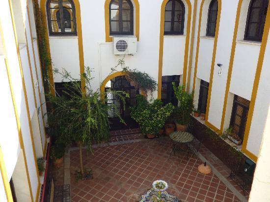 Hotel Cerro de Hijar: lovely courtyard