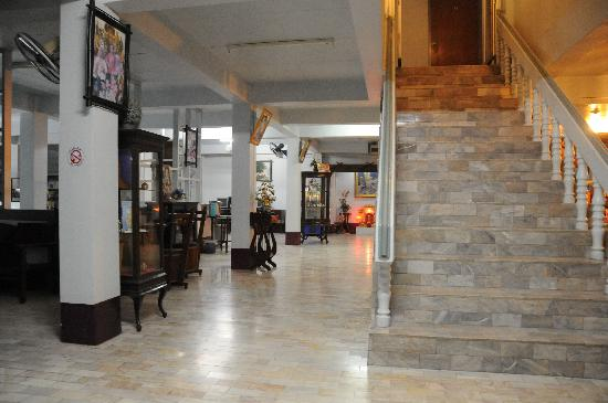 DK Hotel: hotel lobby with stairs to rooms