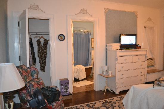 Cartier Mansion Bed & Breakfast: Blue SIlk Room