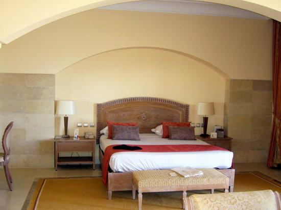 Hasdrubal Prestige Thalassa & Spa: La chambre, sobre et de bon goût