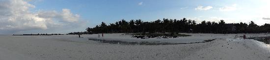 """ลักซ์ เบลเล มาเร: """"Other"""" side of the Beach"""