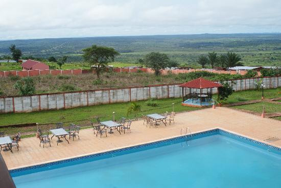 Kalandula, Angola: La piscine et la vue sur la plaine