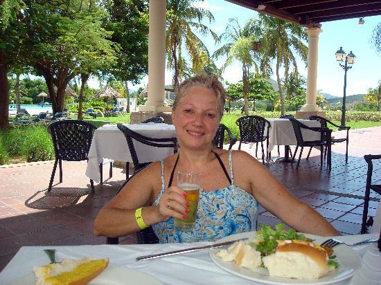 Hesperia Isla Margarita: restaurant de la pileta