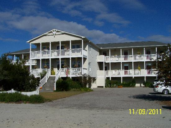 View of the front of The Sunset Inn
