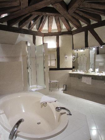 Chateau de Marcay: La salle de bain