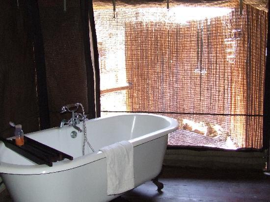 Camp Shonga: vasca tenda 4 e doccia oltre la zanzariera