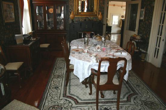 Roussell's Garden: A breakfast setting