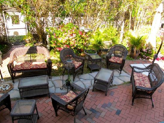 Roussell's Garden: Courtyard