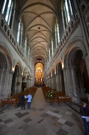 Notre Dame Cathedral: Inside Bayeux Cathedral