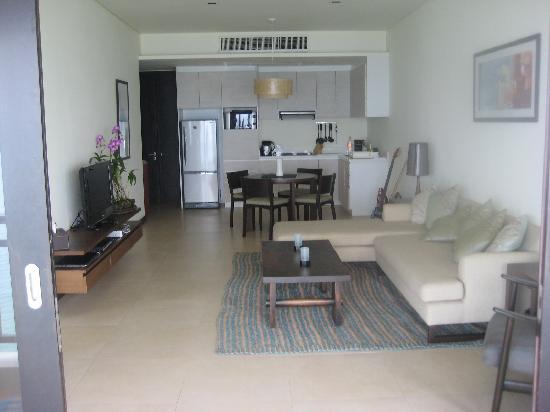 Billabong Beach Club: Open plan living room/ kitchen Penthouse
