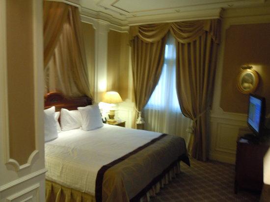 جران ميليا فينيكس: Our Room