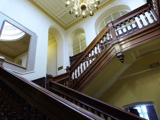 Mercure Blackburn Dunkenhalgh Hotel & Spa: Main Stairs in the Hall