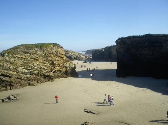 As Catedrais Beach: PLAYA LAS CATEDRALES CON MAREA BAJA