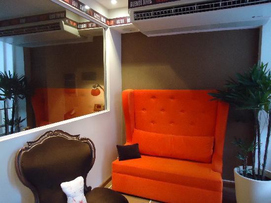 Rendez Vous Hotel Buenos Aires: Area near the reception / Área perto da recepção/ Area cerca de la recepción