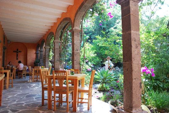 El Buen Cafe: Outdoor seating
