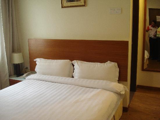 มาย โฮเต็ล @ บูกิท บินแทง: the bed looks&feels comfortable