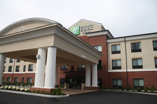 Holiday Inn Express & Suites Fairmont - Exterior