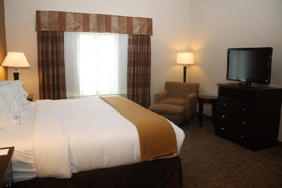 Holiday Inn Express & Suites Fairmont - King Size Bed