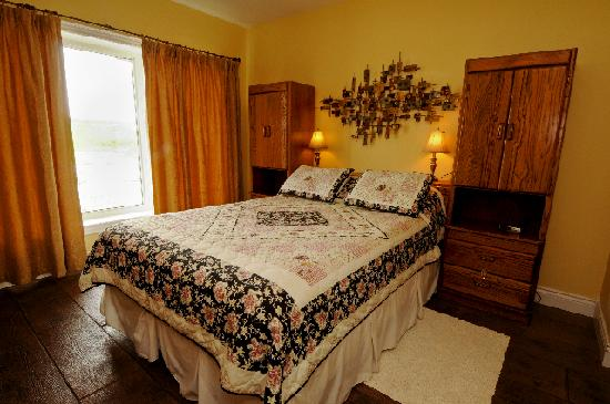 Red Hills B & B: The Yellow Room