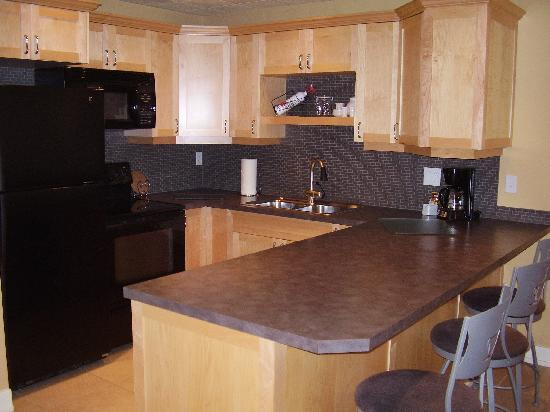 Casa Loma Lakeshore Resort: Deluxe Kitchens