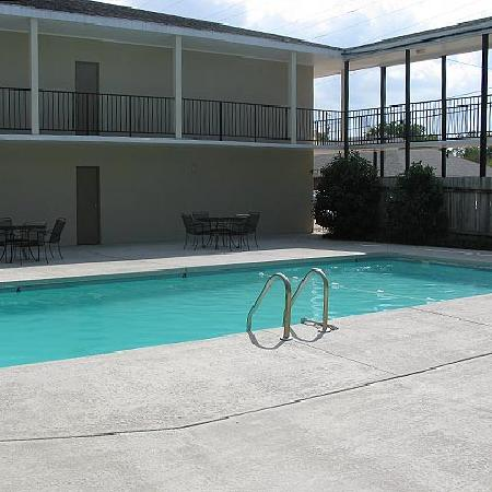 Red River Inn Alexandria: Red River Inn Outdoor Pool