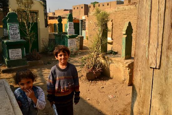 City of the Dead (Northern Cemetery): kids living at the city of the dead