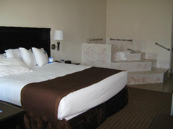 Baymont Inn & Suites Galveston: Our Room 102
