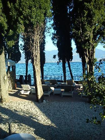 Hotel Baia dei Pini: Garten