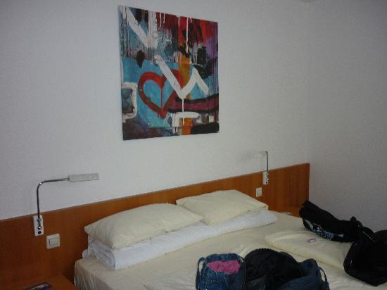 Hogh Hotel Heilbronn: Our Bedroom