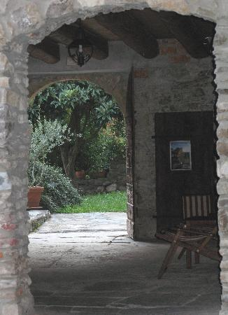 Casa Visnenza: One view from the open air dining area.