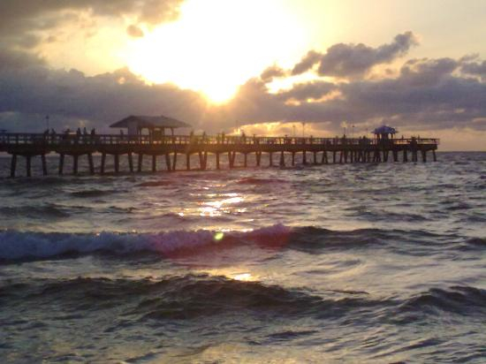 Eastward Strand - Hotel & Suites: Anglins Fishing Pier