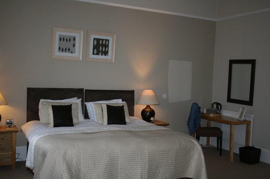 The Cheltenham Townhouse: Our lovely room