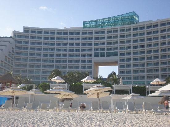 Live Aqua Beach Resort Cancun: view of hotel from beach