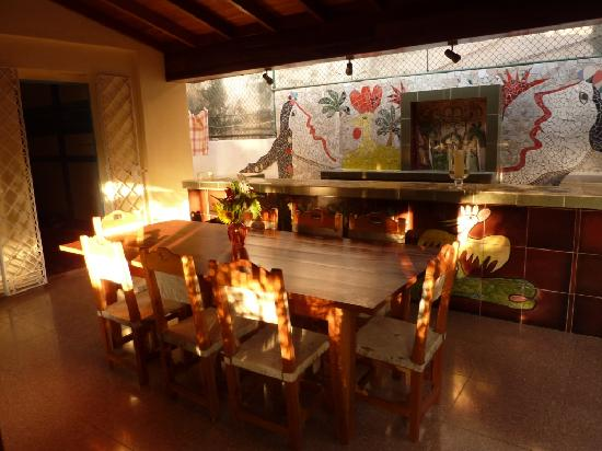 Havanna, Kuba: Ouside dinning area with artistic bar by Fuster