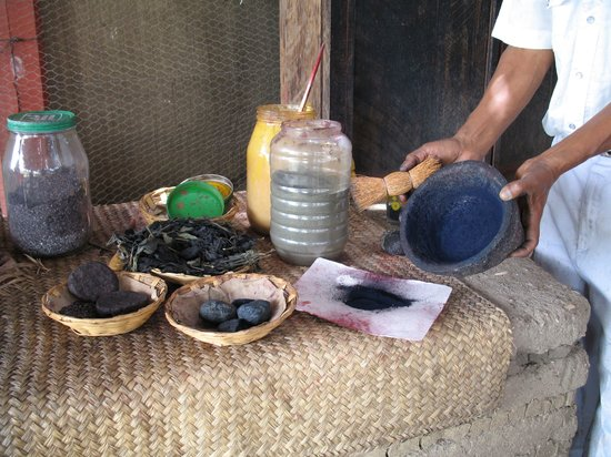 La Grana Tejidos: Processing the natural dyes.