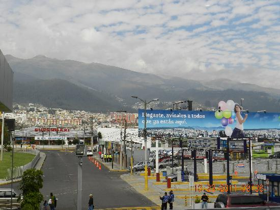 Hotel Aeropuerto: Views of Quito, Ecuador from the airport