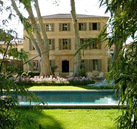La Bastide de Boulbon: bastide-piscine