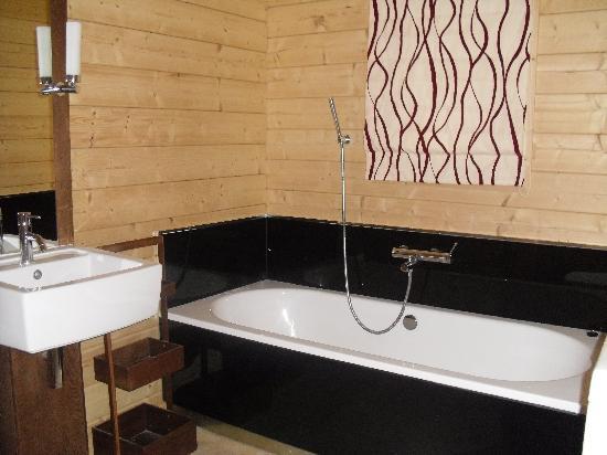 Dacre Lakeside Park: Twin Bathtub