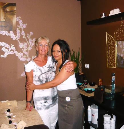 Swan Day Spa: Cinea, the manager and I, in the treatment room