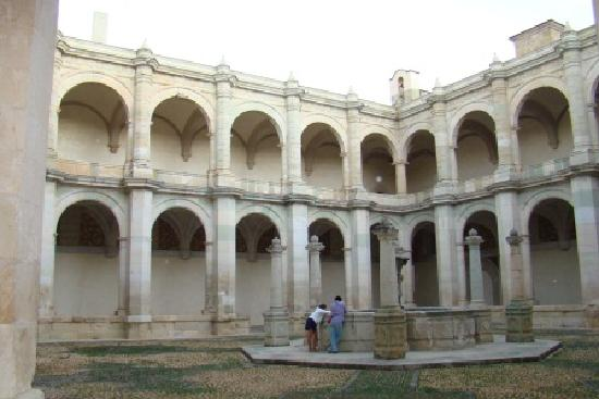 Museo de las Culturas de Oaxaca: Kreuzgang von Santo Domingo