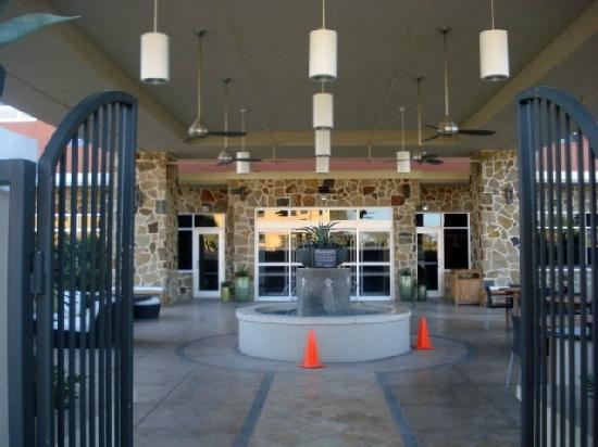 Wyndham Garden San Antonio near La Cantera : Chill area outside of bar/next to pool