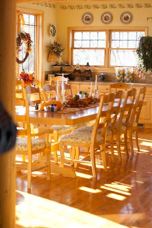 Blue Heron Inn: Dining room (yummy!