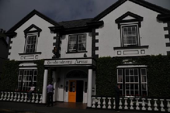 Londonderry Arms Hotel: ホテル外観