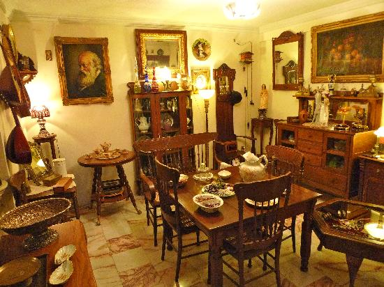 HQ Antiguedades y Coleccionables : Area de Comedor