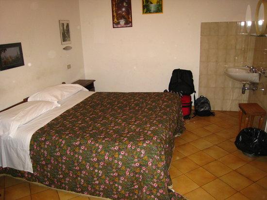 Hotel Armonia: room