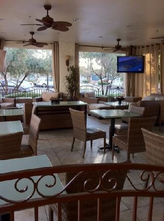Red Lion Inn & Suites Phoenix-Tempe: semi out door dining