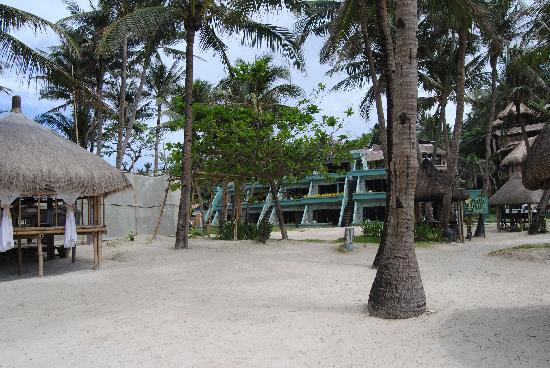 Boracay Terraces Resort: From the beach towards the rooms