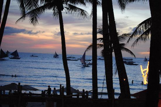 Boracay Terraces Resort: Sunset from our room