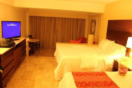Grand Fiesta Americana Coral Beach Cancun: Room